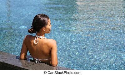wellness, retraite, piscine, voyage, délassant, spa, luxe, femme, natation