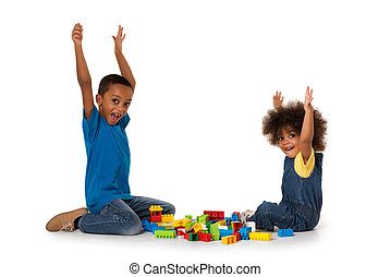 wenig, afrikanisch, aufgeregt, kinder, spielende , mit, lose, von, bunte, plastikblöcke, indoor., freigestellt