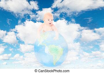 wenig, baby, auf, erdeglobus, weiß, flaumig, wolkenhimmel, in, blauer himmel, collage