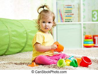 wenig, kind, spielende, Spielzeuge