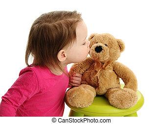 wenig, kleinkind, m�dchen, küssende , a, teddybär