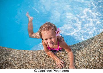 wenig, reizend, glücklich, m�dchen, mit, blume, hinten, sie, ohr, hat, spaß, in, der, schwimmbad
