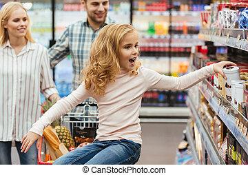 wenig, shoppen, sitzen, karren, m�dchen, glücklich