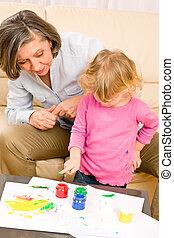 wenig, spielen, großmutter, farbe, handprints, m�dchen