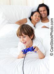 wenig, spielende , video, reizend, junge, spiele