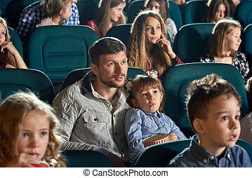 wenig, töchterchen, aufpassender film, cinema., vater