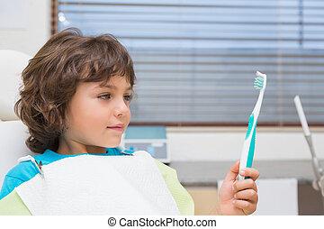wenig, zahnärzte, besitz, stuhl, junge, toothrbrush