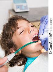 wenig, zahnärzte, knaben, pädiatrisch, untersuchen, zahnarzt...