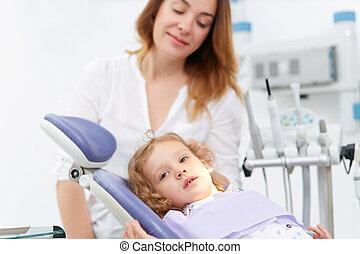 wenig, zahnarzt- stuhl, m�dchen