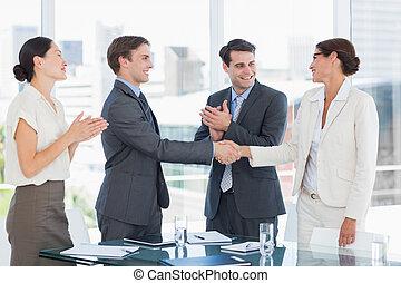 werk, delen, handdruk, werving, na, vergadering, zeehondje