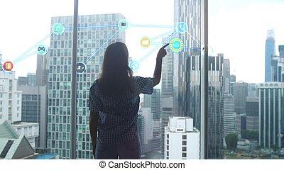 werken, van, een, informatietechnologie, specialist, vrouw, voor, welke, een, hologram, van, de, probleem, is, wezen, ontwikkelde, stalletjes, door, panoramisch, venster, tegen, de, achtergrond, van, moderne, kantoor, gebouwen.
