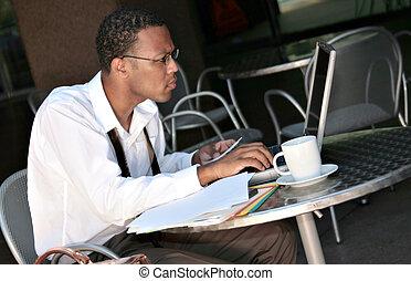 werkende , zakenman, zwarte amerikaan, afrikaan, zijn, draagbare computer