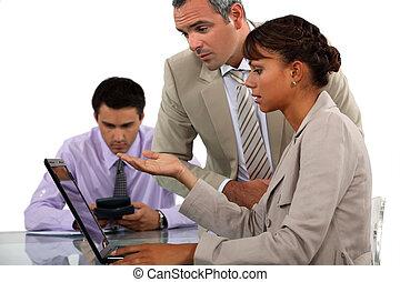 werkmannen , draagbare computer, kantoor