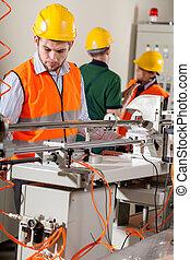 werkmannen , gedurende, fabriekshal, werk