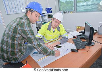 werkmannen , het bespreken, kantoor