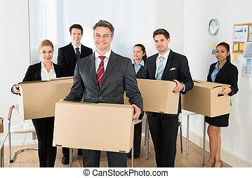 werknemers, karton bokst, kantoor, vasthouden