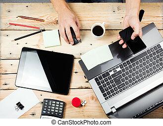werkplaats, man, doorwerken, de, draagbare computer