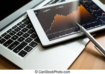 werkplaats, met, digitaal tablet, het tonen, tabel, en, diagram
