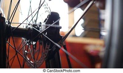 werktuigkundige, herstelling, fiets, in, workshop.