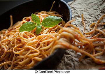 werpen, rood, ijzer, basilicum, fris, saus, linguine, pan