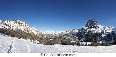 Midi d'Ossau - western slope of the peak Midi d'Ossau, 2884 ...