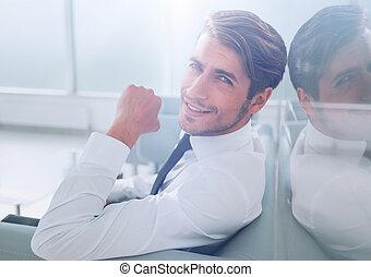westybul, biznesmen, posiedzenie, biuro, pomyślny