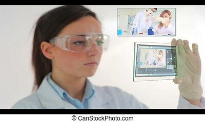 wetenschapper, schouwend, video's, van, resear
