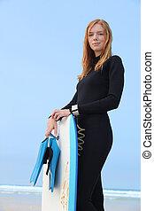wetsuit, body-board, mujer, se paró