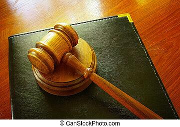wettelijk, gavel, en, leder, binder, op, een, bureau