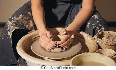 wheel., hrnec, ruce, potter's, closeup, hlína, děvče, díla