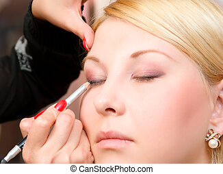 putting on models eye make up - Which girl puts shadows the ...
