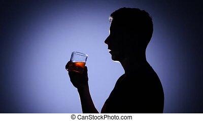 whiskey., alcoolique, lumière, dos, jeune, subjects., boire, homme