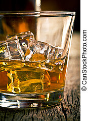whisky, in, glas, met, ijs