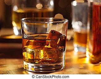whisky, legno, sbarra, vetro cocktail