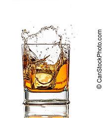 whisky, vrijstaand, glas, gespetter, achtergrond, witte