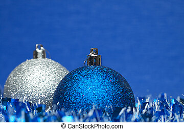 white and blue shiny christmas balls with tinsel