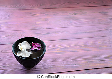 White and purple floating phalaenopsis in the bowl