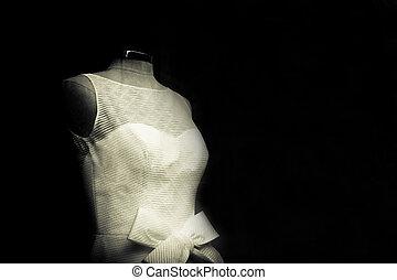White basic wedding dress - Mannequin with white basic...