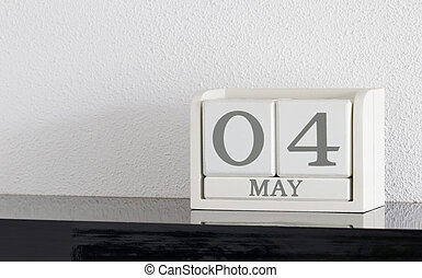 White block calendar present date 4 and month May