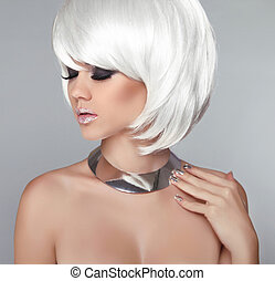 White Bob Hairstyle. Beauty Blond Girl Portrait with Smokey eyes