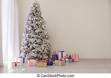 White Christmas tree in Konate with stocking-stuffers