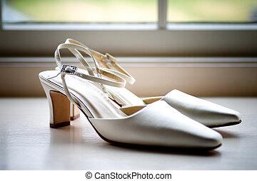 white cipő