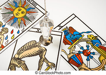 White crystal Pendulum with tarot cards - White crystal...
