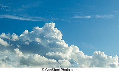 white felhő, alatt, a, kék ég