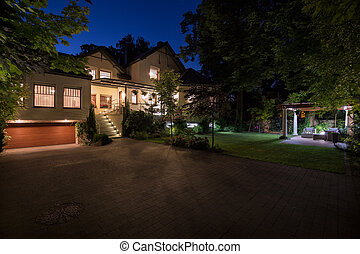 White mansion with cobbled driveway - Photo of new white...