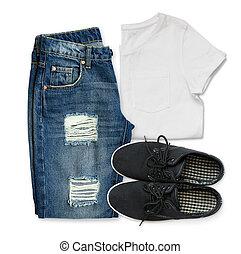 White t-shirt, blue boyfriend jeans and black textile shoes
