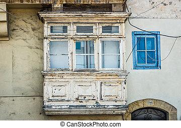 white vintage balcony in Valletta