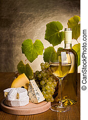 White wine with grape and cheese snack