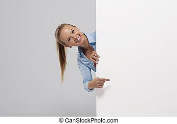 whiteboard, affärskvinna, pekande, le, vacker