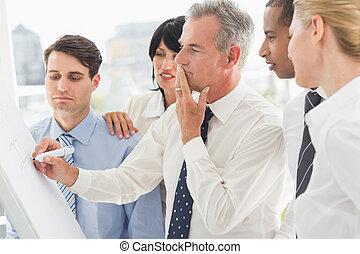 whiteboard, collègues, écriture, regarder, homme affaires, ...